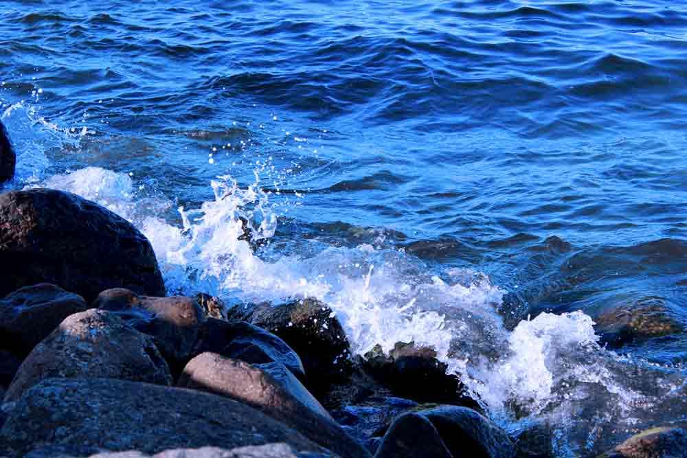 Art by Nicole Kudera, Blue Waves
